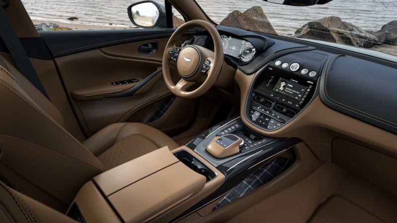Интерьер Aston Martin DBX
