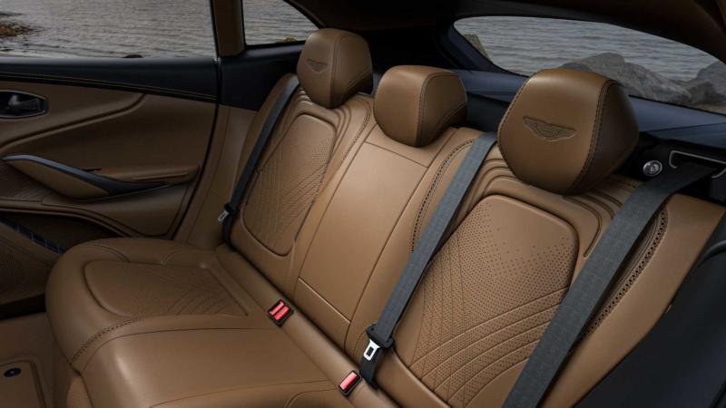 Aston Martin DBX задний диван