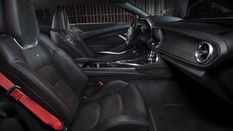 Интерьер Chevrolet Camaro ZL1
