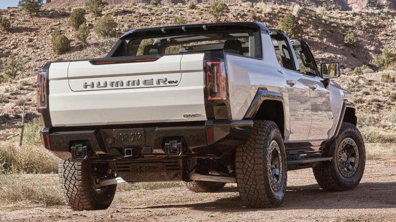 GMC Hummer EV вид сзади