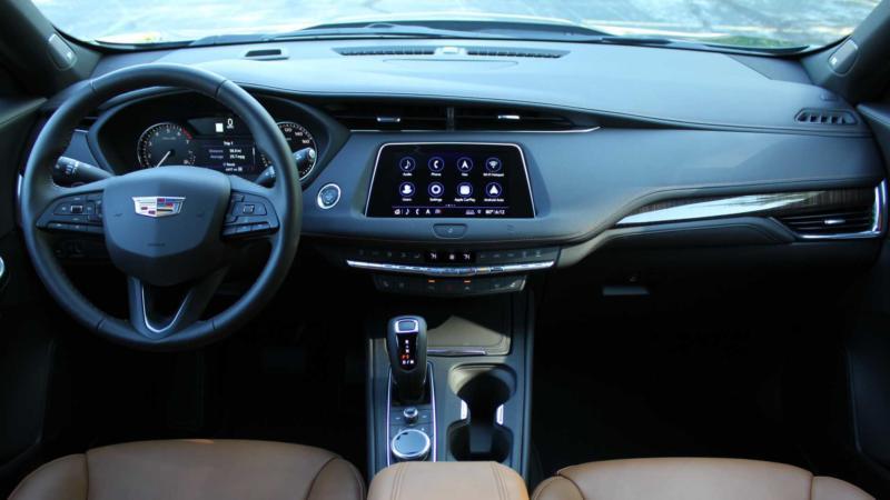 Интерьер Cadillac XT4