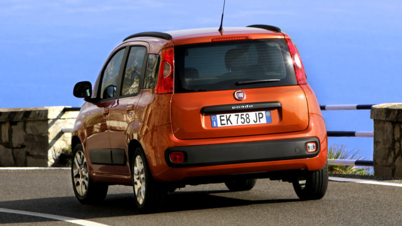 Fiat Panda вид сзади