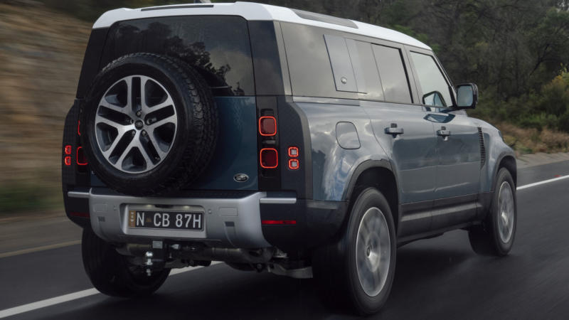 Land Rover Defender вид сзади