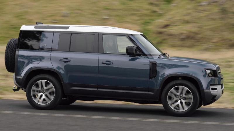 Land Rover Defender вид сбоку
