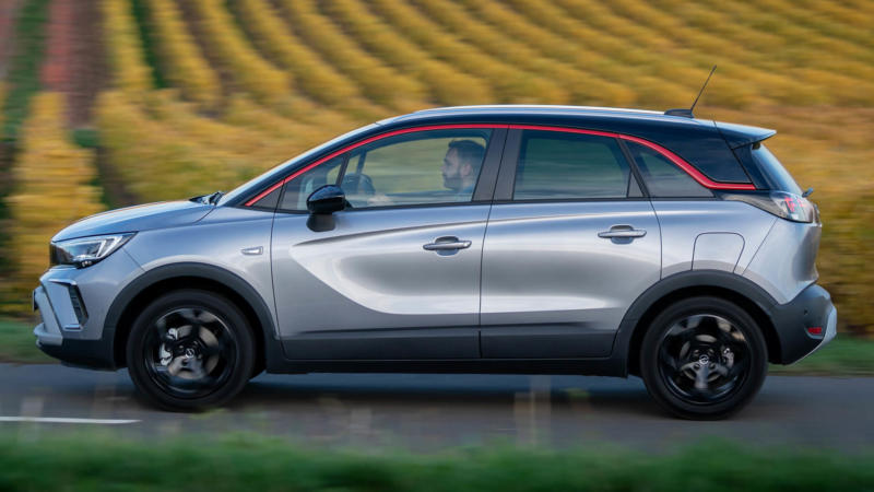 Opel Crossland вид сбоку