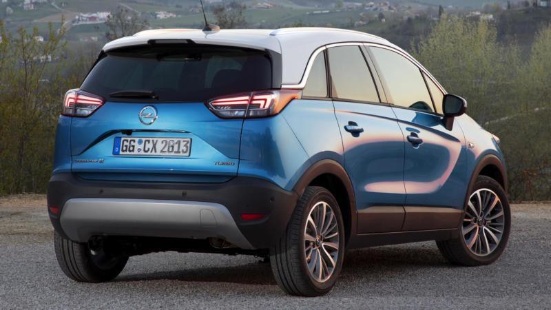 Opel Crossland X вид сзади