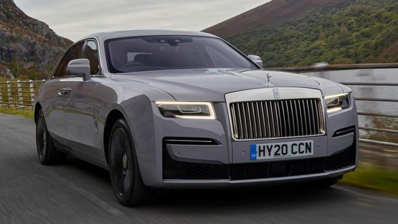 Вид спереди Rolls-Royce Ghost
