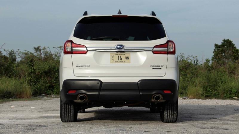 Subaru Ascent вид сзади