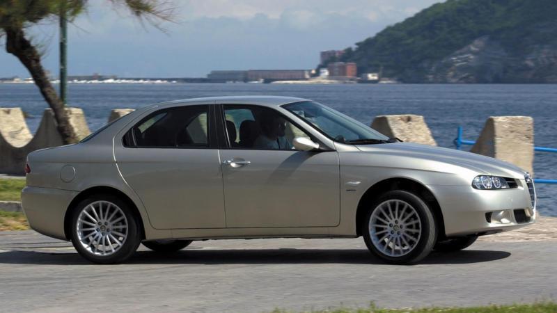 Alfa Romeo 156 вид сбоку