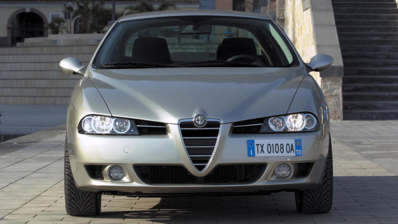 Alfa Romeo 156 вид спереди