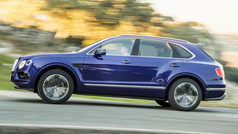 Bentley Bentayga вид сбоку