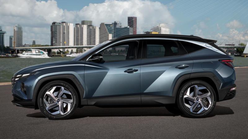 Hyundai Tucson вид сбоку