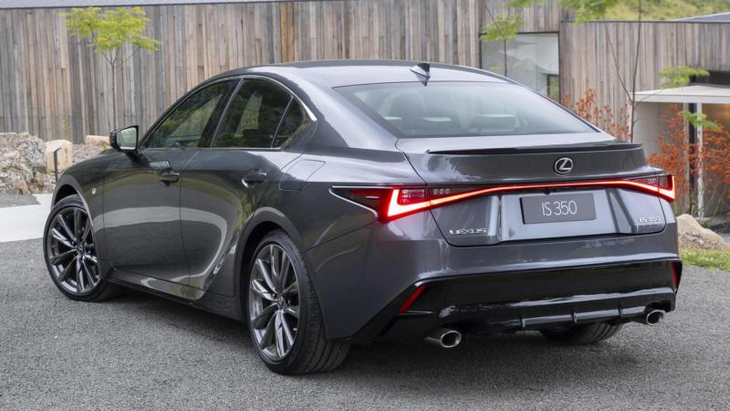 Lexus IS вид сзади