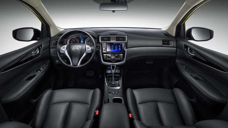 Интерьер Nissan Tiida