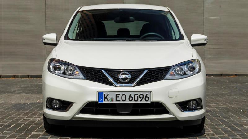 Nissan Tiida вид спереди