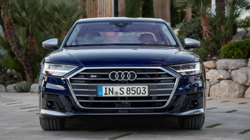 Audi S8 вид спереди