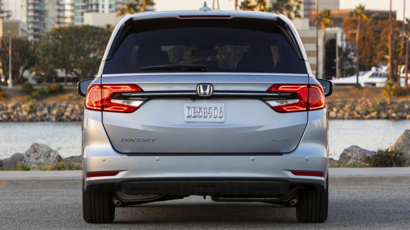 Honda Odyssey вид сзади
