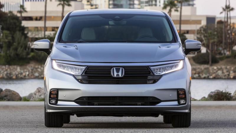Honda Odyssey вид спереди