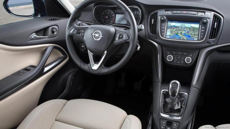 Интерьер Opel Zafira