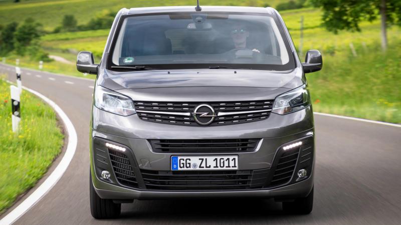 Opel Zafira Life вид спереди