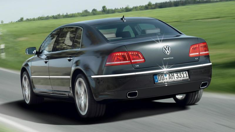 Volkswagen Phaeton вид сзади