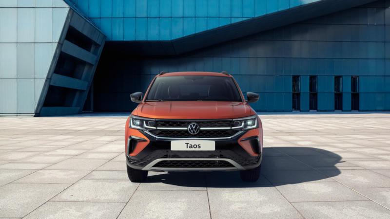 Volkswagen Taos вид спереди