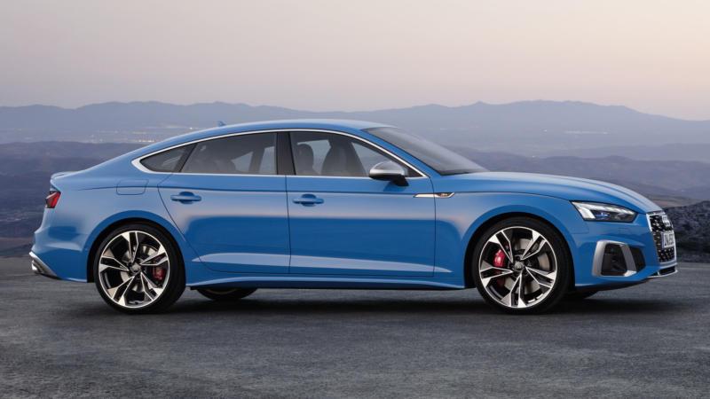 Audi S5 вид сбоку