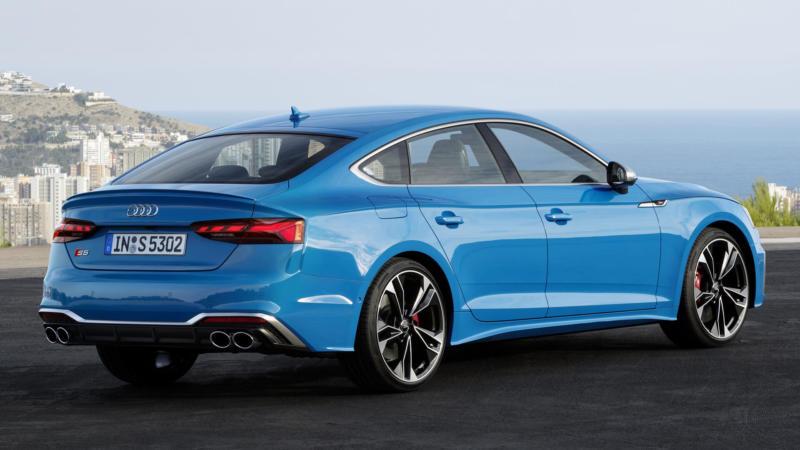 Audi S5 вид сзади