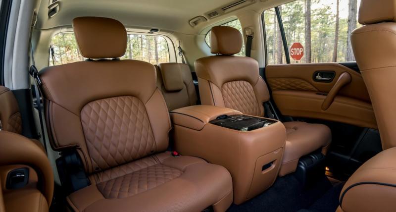 Второй ряд сидений Infiniti QX80