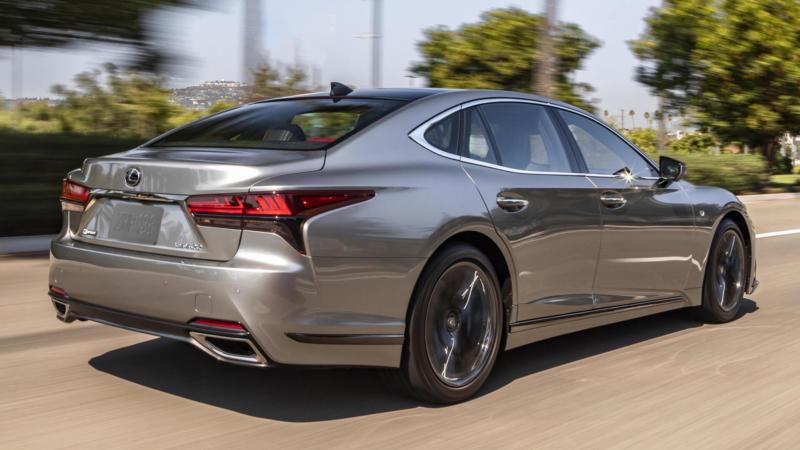 Lexus LS вид сзади