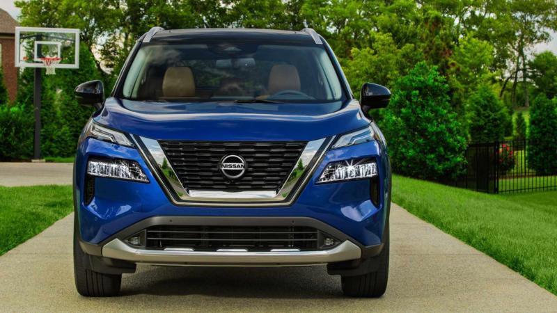 Nissan Rogue вид спереди