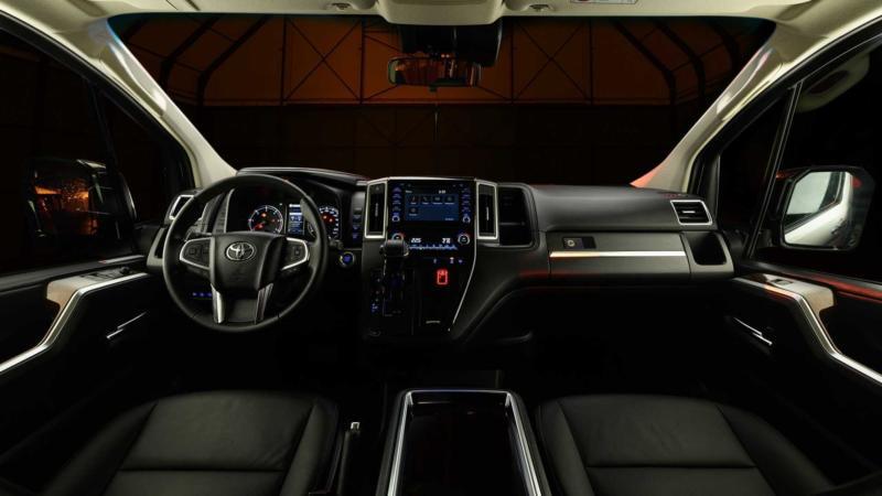 Интерьер Toyota Hiace
