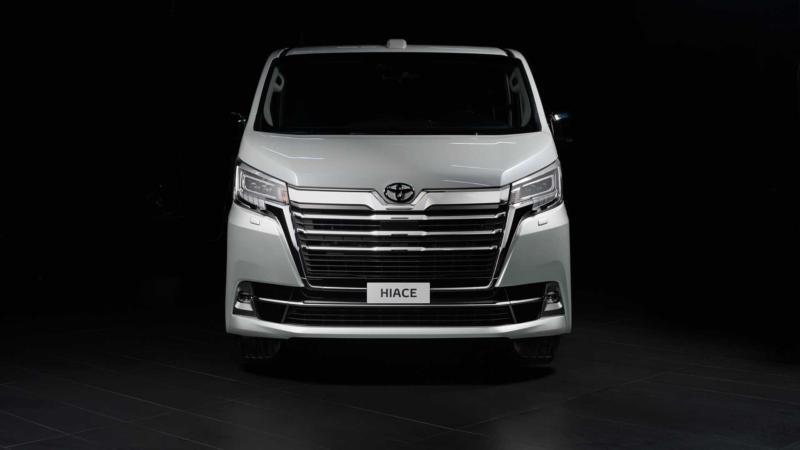 Toyota Hiace вид спереди