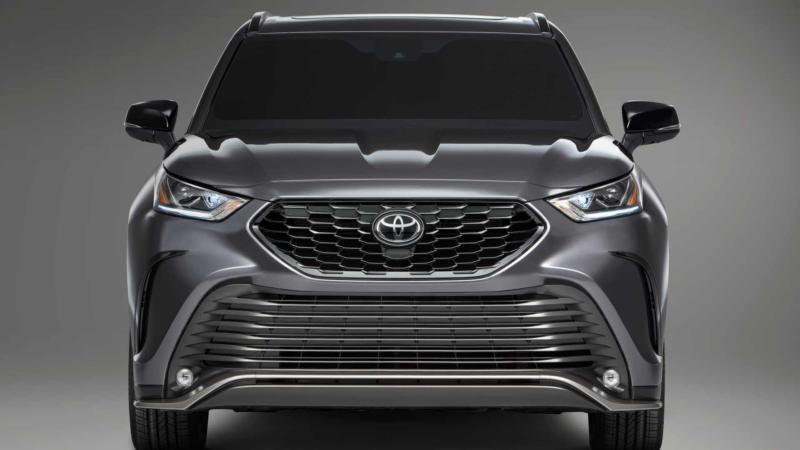 Toyota Highlander вид спереди