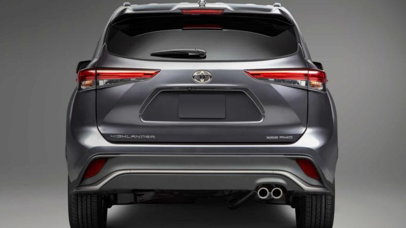 Toyota Highlander вид сзади