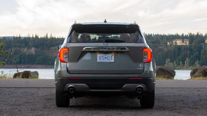 Ford Explorer вид сзади