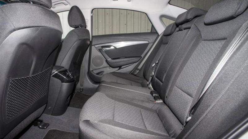 Hyundai i40 задний ряд