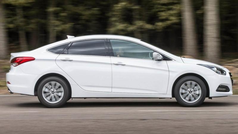 Hyundai i40 вид сбоку