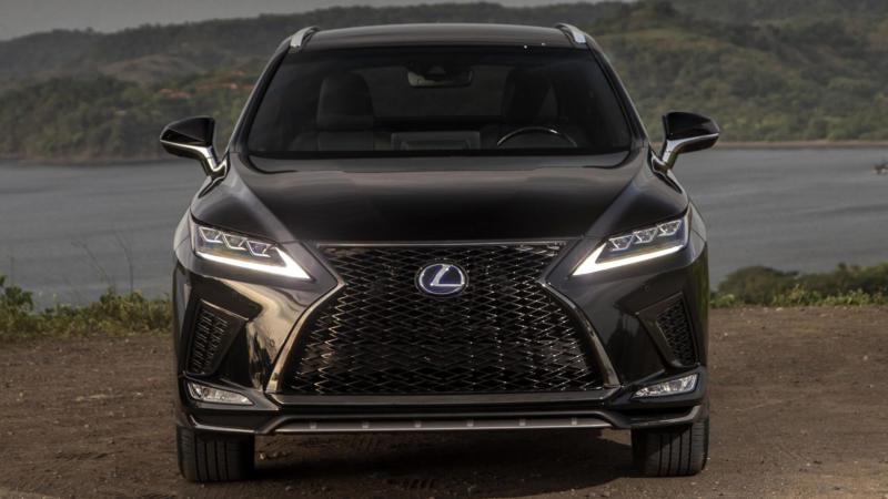 Lexus RX вид спереди