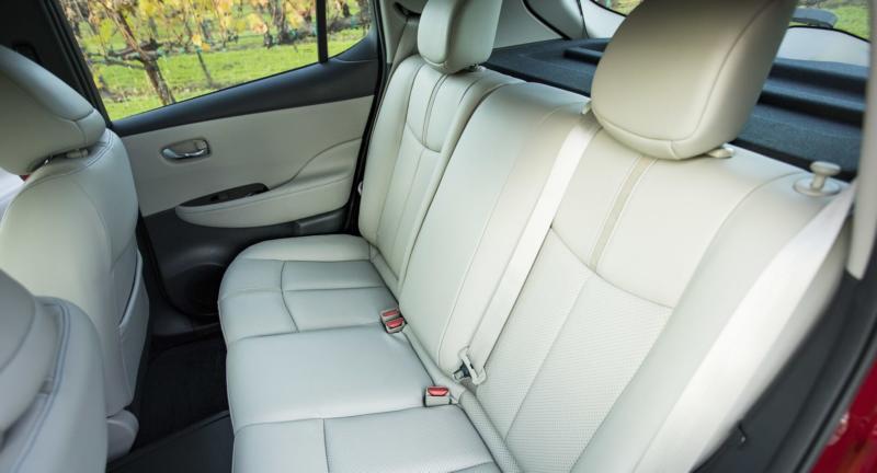Nissan Leaf фото салона