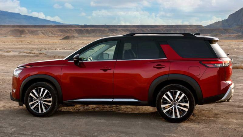 Nissan Pathfinder вид сбоку