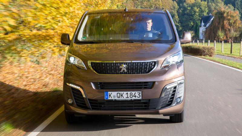 Peugeot Traveller вид спереди