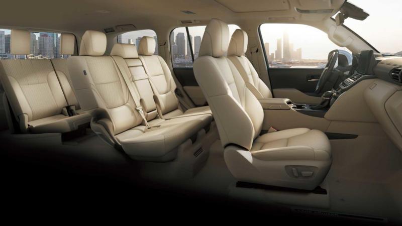 Toyota Land Cruiser 300 фото салона