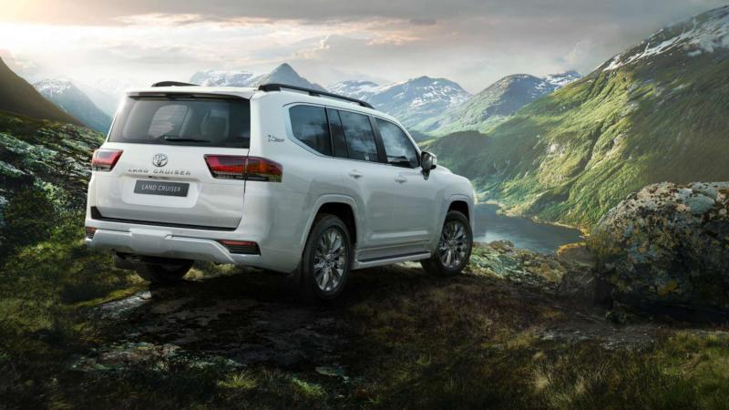 Toyota Land Cruiser вид сзади