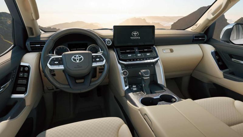 Интерьер Toyota Land Cruiser 300