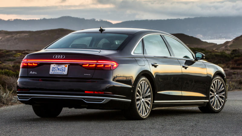 Audi A8 вид сзади