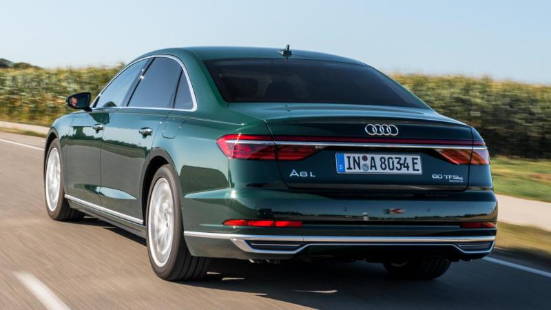 Вид сзади Audi A8