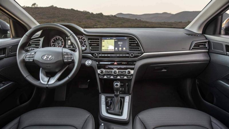 Интерьер Hyundai Elantra