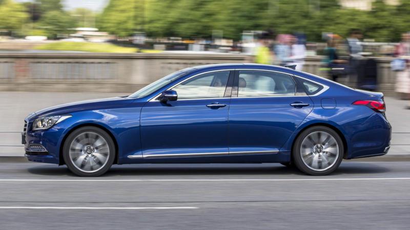 Вид сбоку Hyundai Genesis