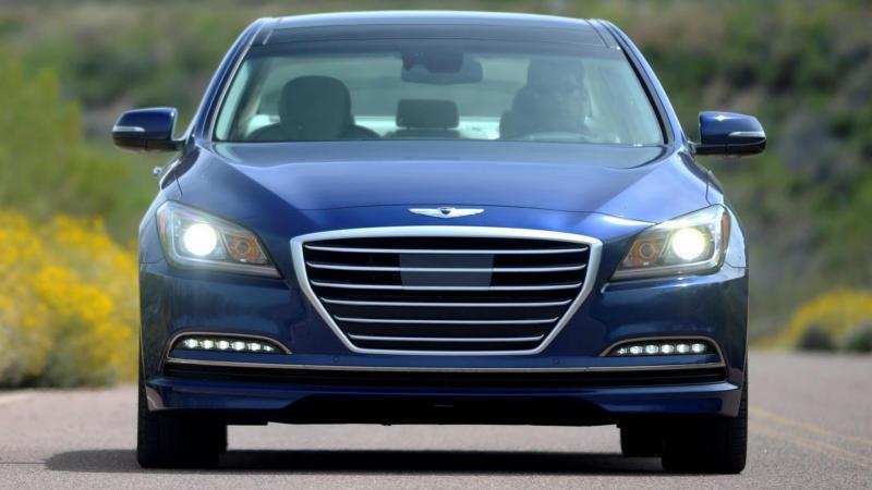 Hyundai Genesis вид спереди
